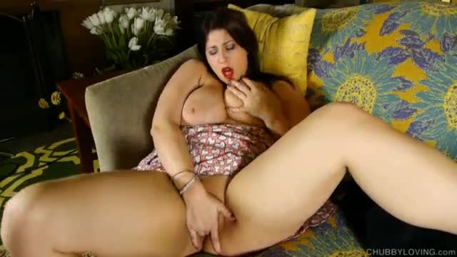 Gorgeous ebony bbw wife pokes her butthole with huge dildo
