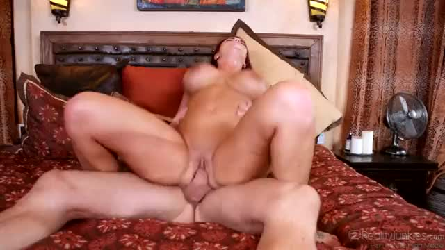 Billy glide and christie stevens taste each other