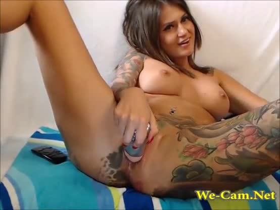 Fingering her beautiful squirting pussy