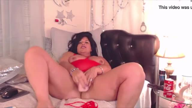 Filthy curvy mama with juicy pussy ready to make you pop