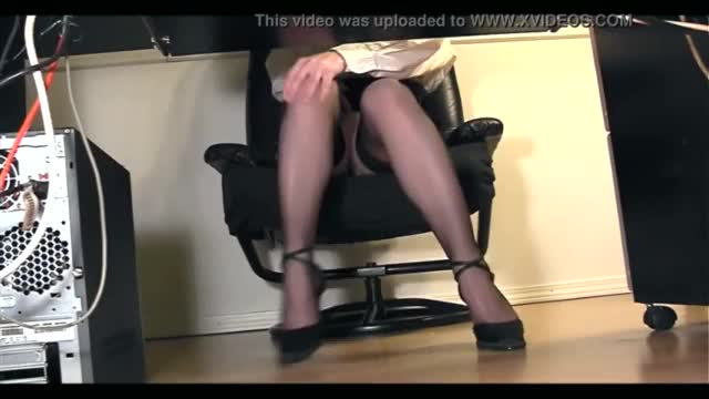 Guy takes a look under asian maids skirt