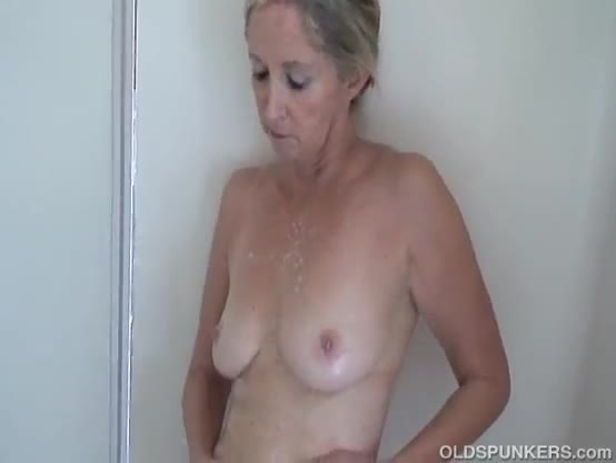 Smoking hot big tits in shower