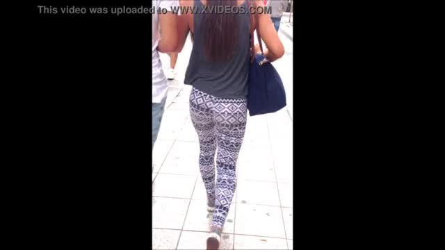 Girl in tight legging and pumps candid