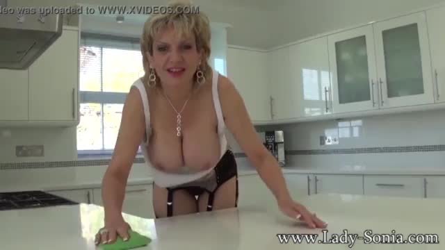 Cheating british mature lady sonia shows her huge melons