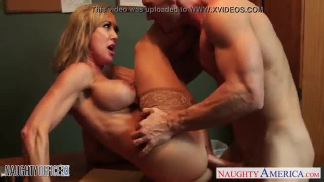 Blonde babe gives a super blowjob