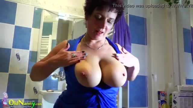 Czech mom fully nude in bathroom