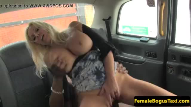 Black british amateur cockriding in taxi