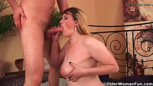 Mature woman tortures her tits