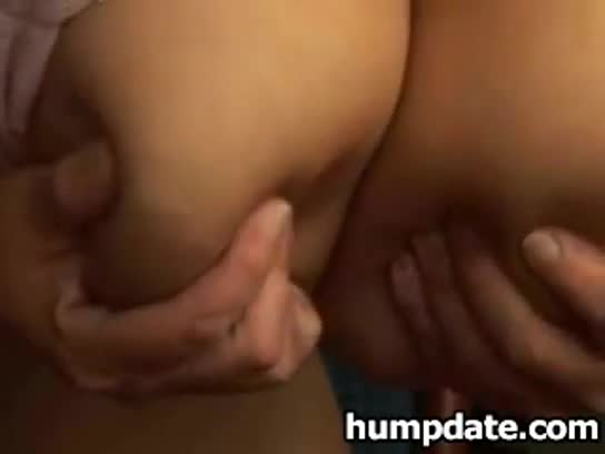 Lucky guy gets blown as he plays with girls pussy