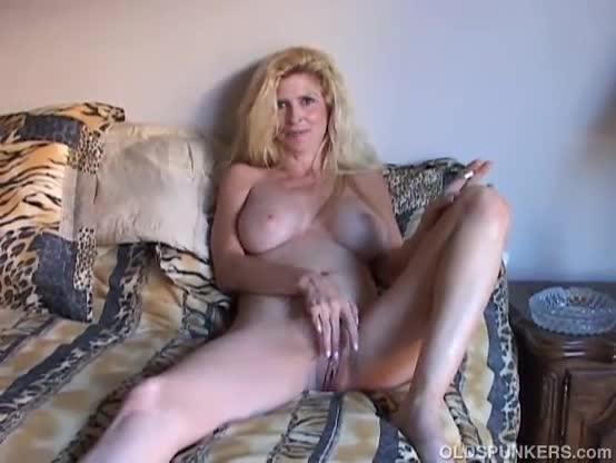 Super chubby mom plays with her giant clit