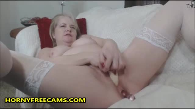 Fat granny toying her pussy